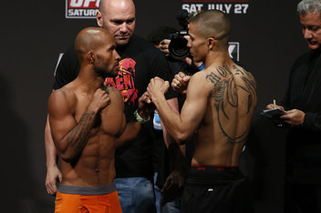 Demetrious Johnson vs John Moraga